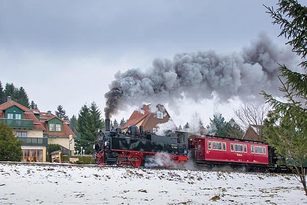 Harzer Schmalspurbahn vor dem Hotel Sonnenhof in Sorge